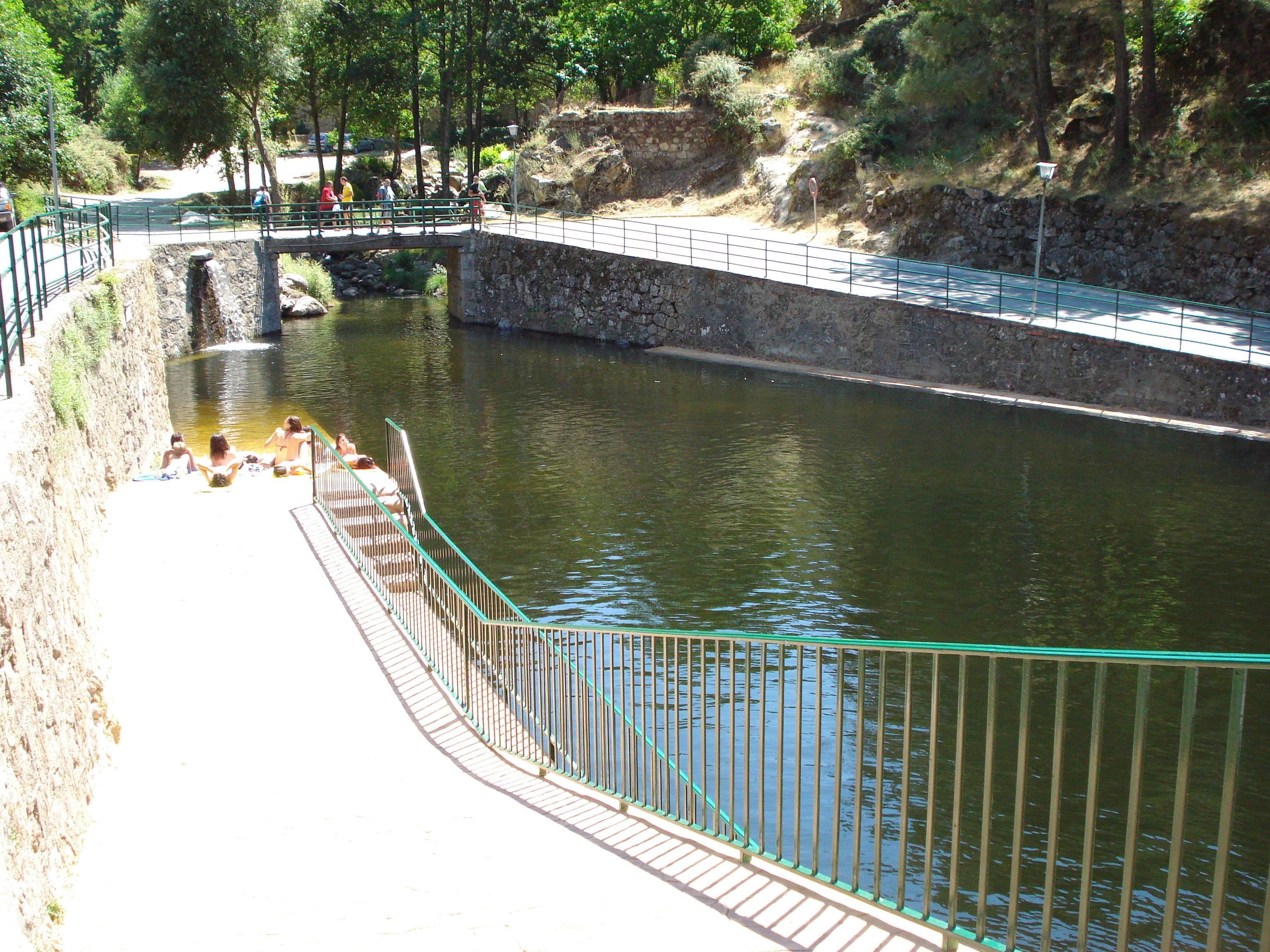 Piscina y charcos naturales ayuntamiento de mijares for Piscina municipal avila